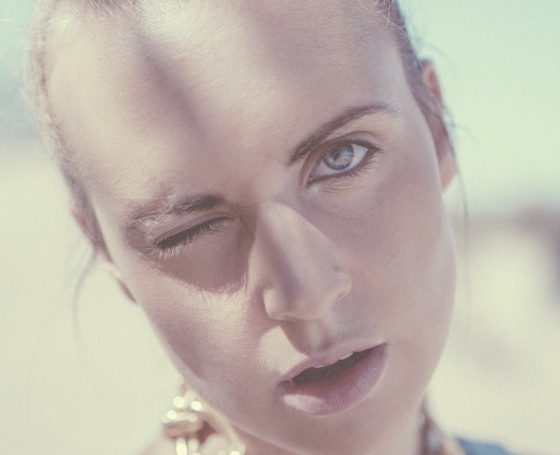MØ / No Mythologies To Follow